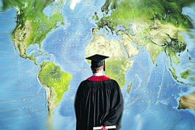 Копирайтинг. Статья про работу и образование за рубежом 1 - kwork.ru