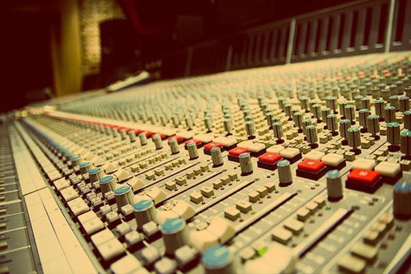 Уберу шумы и треск из аудио и видео файла 1 - kwork.ru